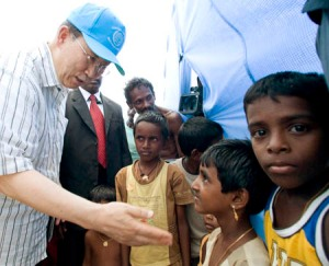 Secretary-General Ban Ki-moon speaks to children at the Manik Farm camp for internally displaced persons in Vavuniya, Sri Lanka. (UN Photo/Eskinder Debebe)